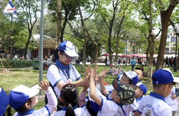 Dã ngoại Hồ Gươm- Rèn luyện tiếng Anh cho con